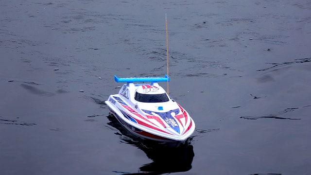 bateau telecommande electrique