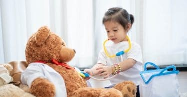 jouet joue avec mallette de docteur jouet